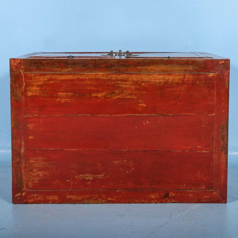 Antikes Kleines Rot Lackiertes Sideboard China Im Angebot Bei 1stdibs