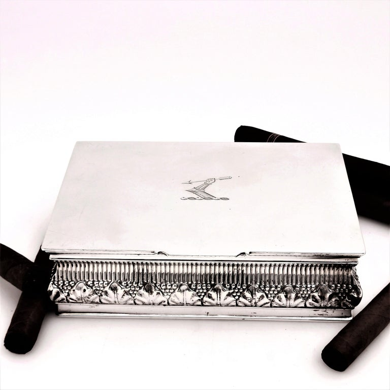 Antique Solid Silver Cigar Box / Cigarette Box 1902 Chased with Crest In Good Condition For Sale In London, GB
