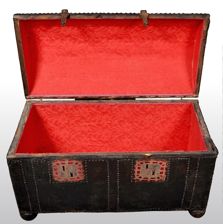 Antique Spanish Baroque Leather and Studded Wedding Trunk / Coffer, circa 1700 For Sale 5