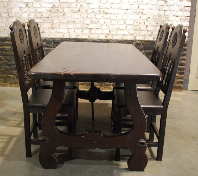 An exclusive Spanish Baroque dining set with four chairs completely made in solid chestnut wood. 