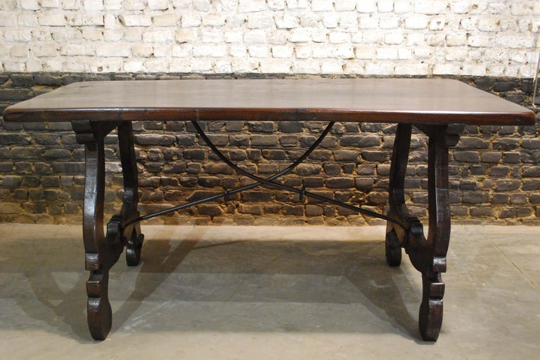 Antique Spanish Baroque Trestle Farm Table and Chairs Set in Chestnut In Good Condition For Sale In Casteren, NL