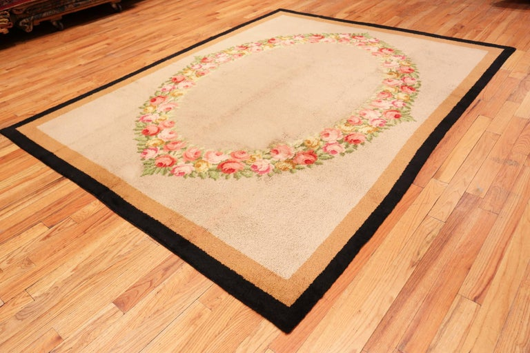 Antique Spanish Savonnerie Rug. Size: 7 ft 8 in x 9 ft 10 in (2.34 m x 3 m) In Excellent Condition For Sale In New York, NY