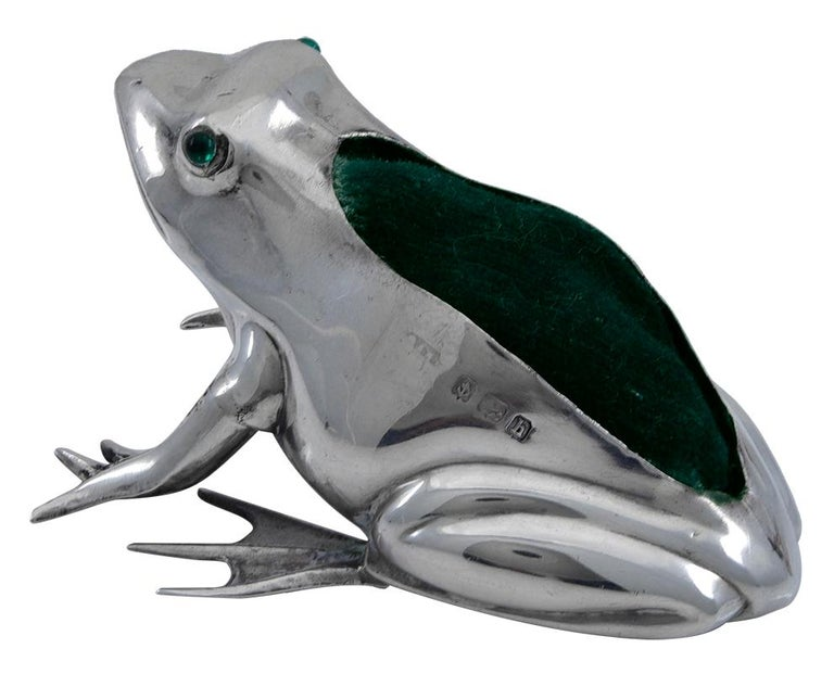 Antique Sterling Frog Pincushion In Excellent Condition For Sale In New York, NY