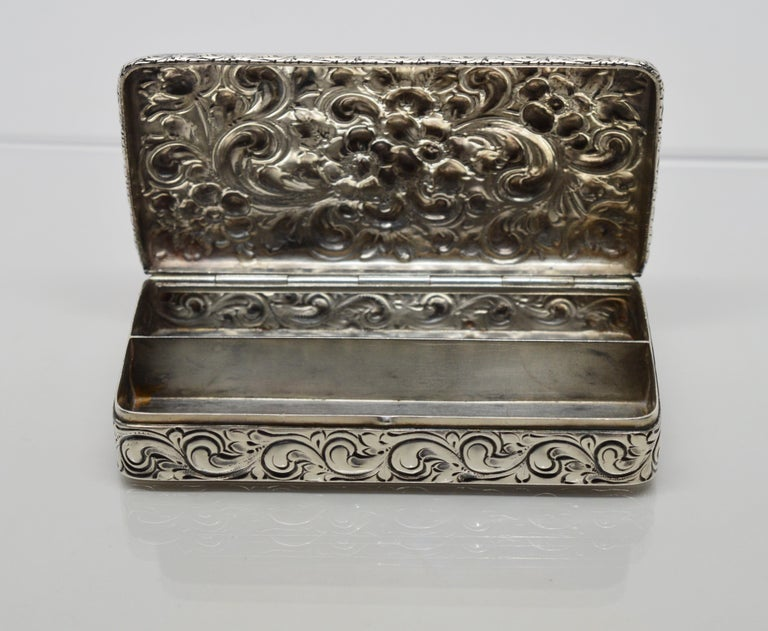 Antique Sterling Silver Snuff Box For Sale 4