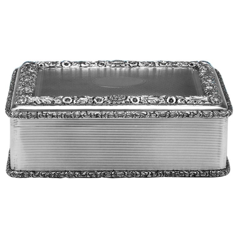 Antique Sterling Silver Table Snuff Box from 1911 by D. & J. Wellby For Sale