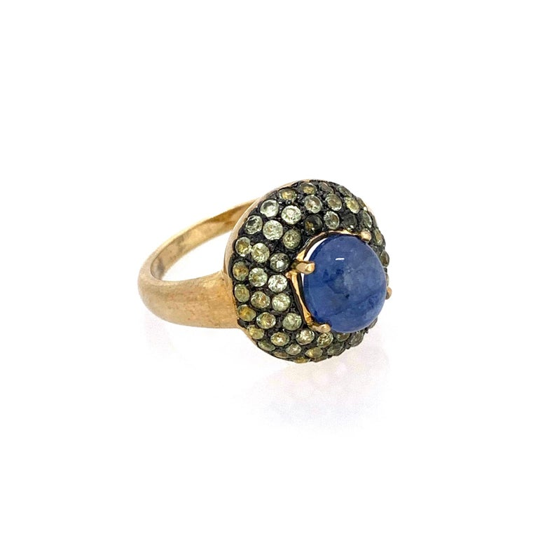 Contemporary Antique-style Oval Sapphire and Peridot Bombe Cocktail Ring For Sale