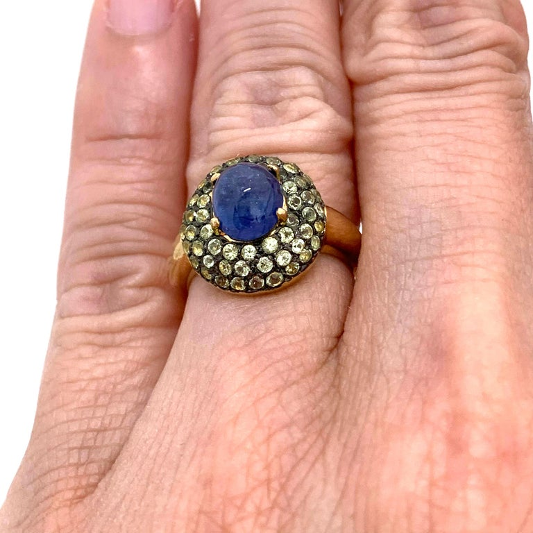 Women's or Men's Antique-style Oval Sapphire and Peridot Bombe Cocktail Ring For Sale