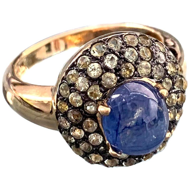Antique-style Oval Sapphire and Peridot Bombe Cocktail Ring For Sale