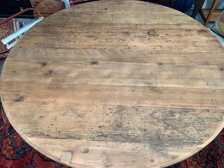 Antique-Style Round Dining Table In Excellent Condition For Sale In Los Angeles, CA