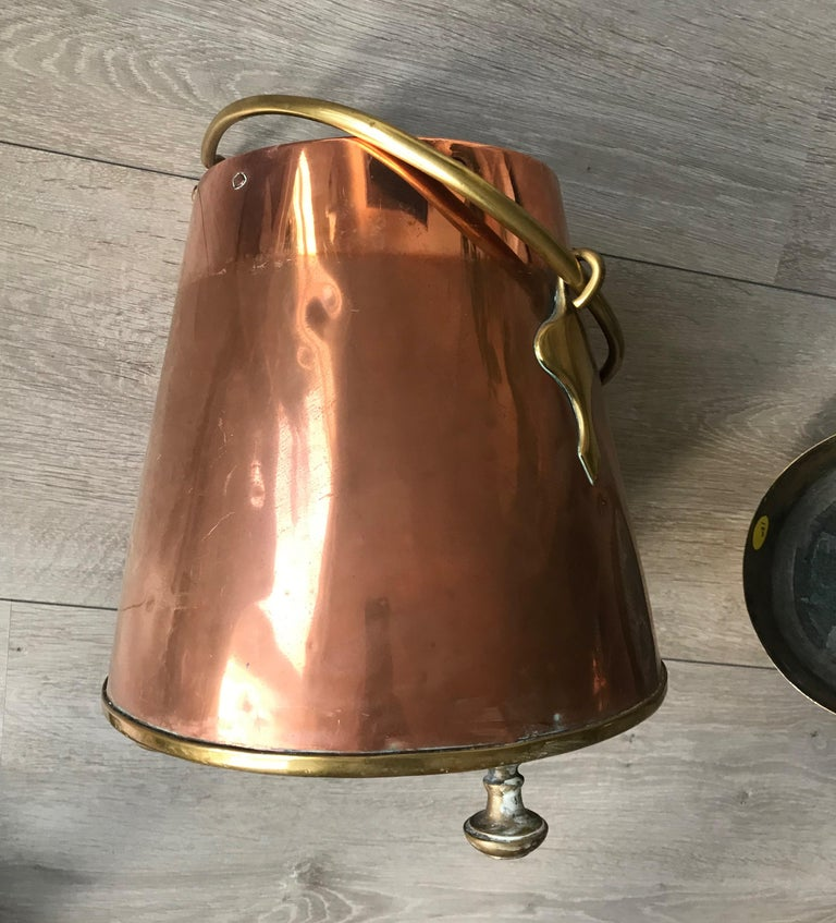 Antique Stylish Copper and Brass Coal Kettle, Fire Extinguisher Fire Place Decor For Sale 9