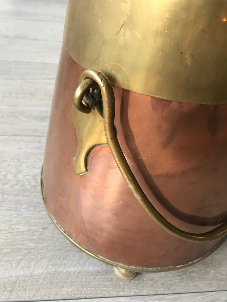 Antique Stylish Copper and Brass Coal Kettle, Fire Extinguisher Fire Place Decor In Good Condition For Sale In Lisse, NL