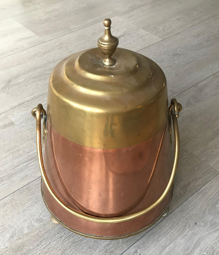 Antique Stylish Copper and Brass Coal Kettle, Fire Extinguisher Fire Place Decor For Sale 1