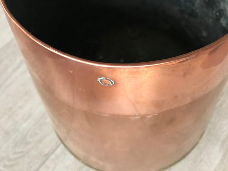 Antique Stylish Copper and Brass Coal Kettle, Fire Extinguisher Fire Place Decor For Sale 2