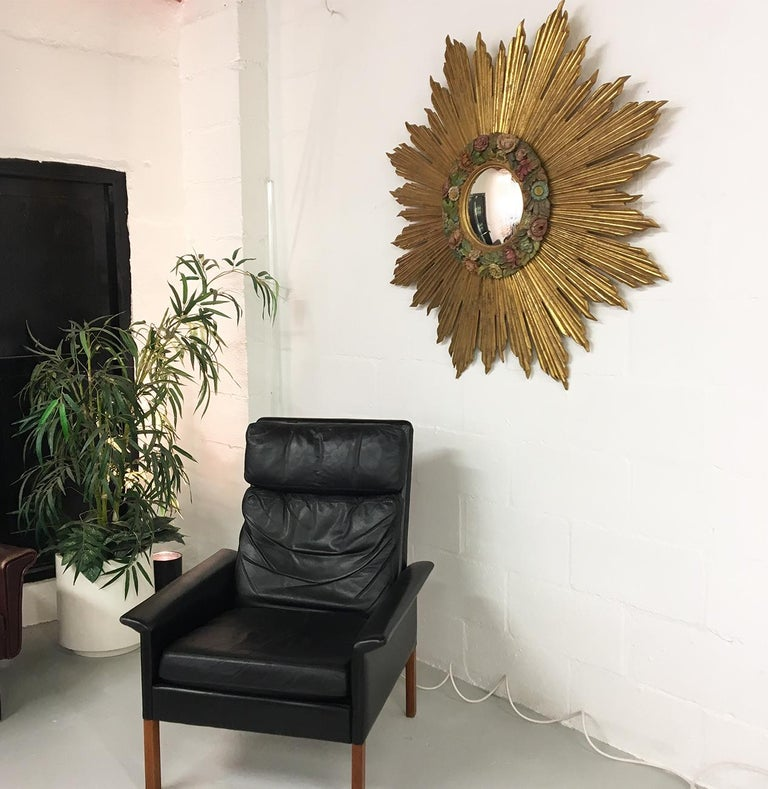 20th Century Antique Sunburst Starburst Giltwood French Convex Gilded Carved Barbola Mirror For Sale
