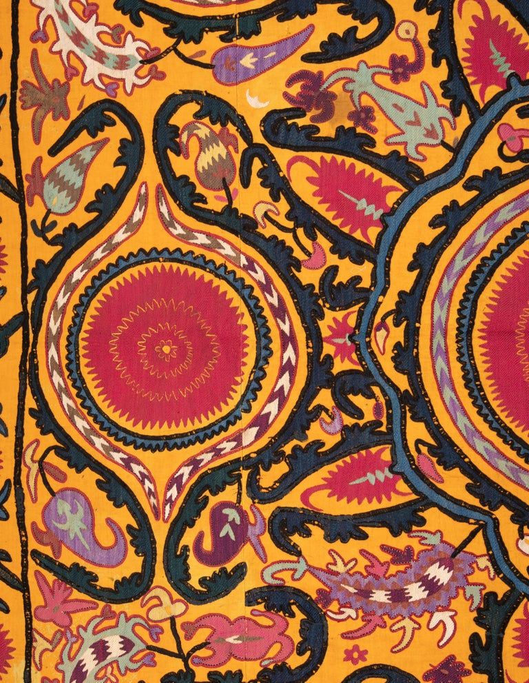 Antique Suzani from Djizak, Uzbekistan, Central Asia, Late 19th C In Good Condition For Sale In Istanbul, TR