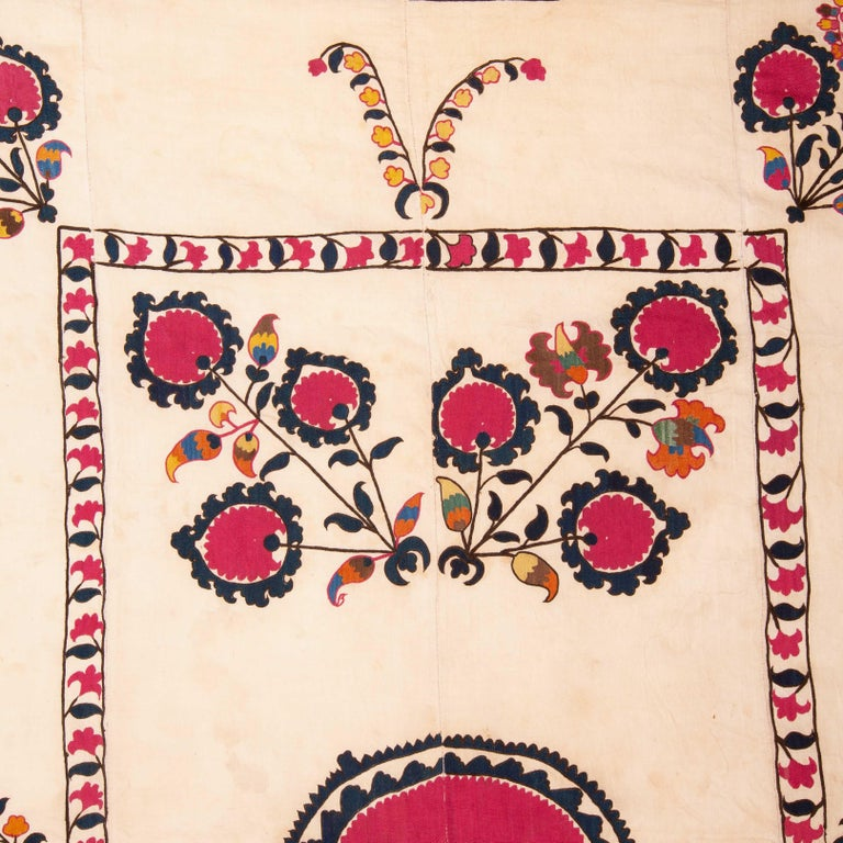 Antique Suzani from Tashkent Uzbekistan, 19th Century In Good Condition For Sale In Istanbul, TR