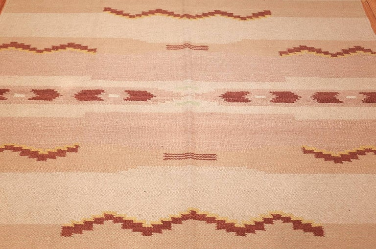Hand-Woven Antique Swedish Kilim Rug. Size: 5 ft 4 in x 8 ft (1.63 m x 2.44 m) For Sale