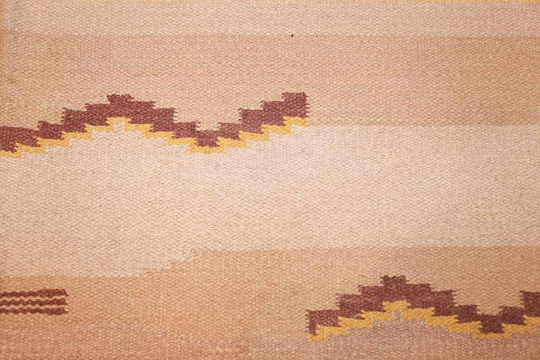 20th Century Antique Swedish Kilim Rug. Size: 5 ft 4 in x 8 ft (1.63 m x 2.44 m) For Sale