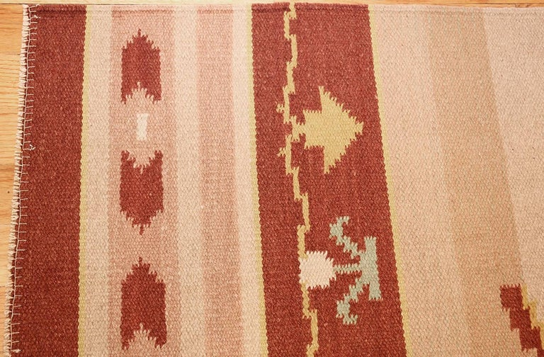 Antique Swedish Kilim Rug. Size: 5 ft 4 in x 8 ft (1.63 m x 2.44 m) For Sale 1