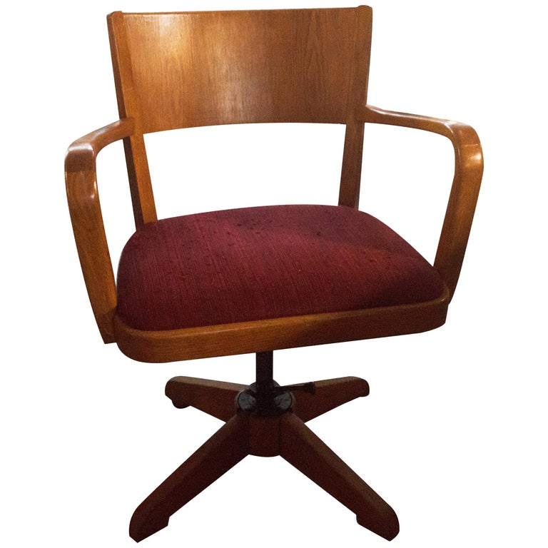 Antique Swivel Chair from Sweden 1920s in Solid Oak and Cast Iron For Sale - Antique Swivel Chair From Sweden 1920s In Solid Oak And Cast Iron