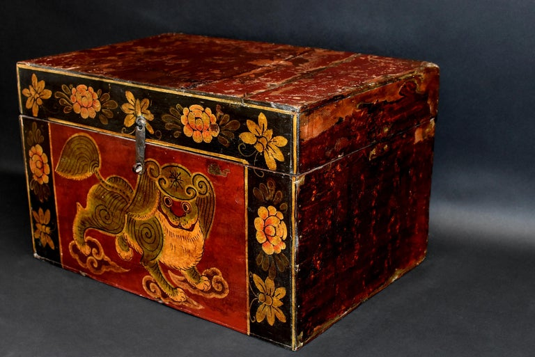 Antique Tibetan Foo Dog Box Hand Painted Box 6 In Good Condition For Sale In Somis, CA