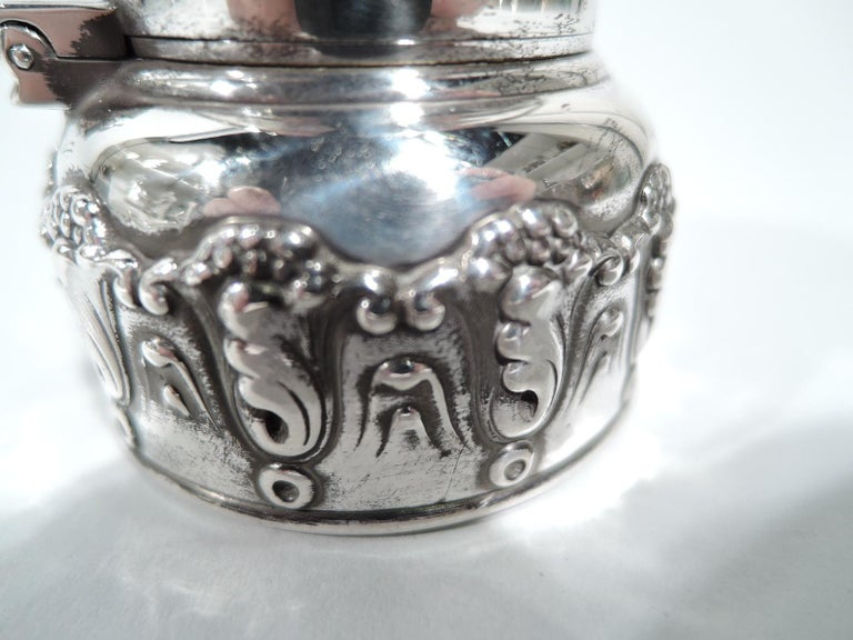 Antique Tiffany Art Nouveau Sterling Silver Traveling Inkwell In Excellent Condition For Sale In New York, NY