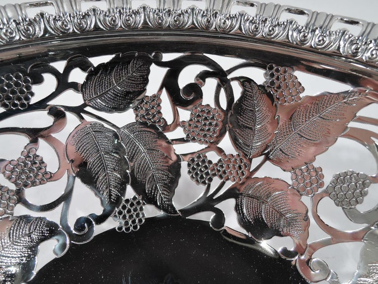 Antique Tiffany Edwardian Sterling Silver Blackberry Bowl In Excellent Condition For Sale In New York, NY