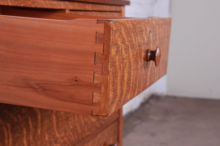 Antique Tiger Oak Dresser with Swing Mirror, circa 1900 For Sale 3