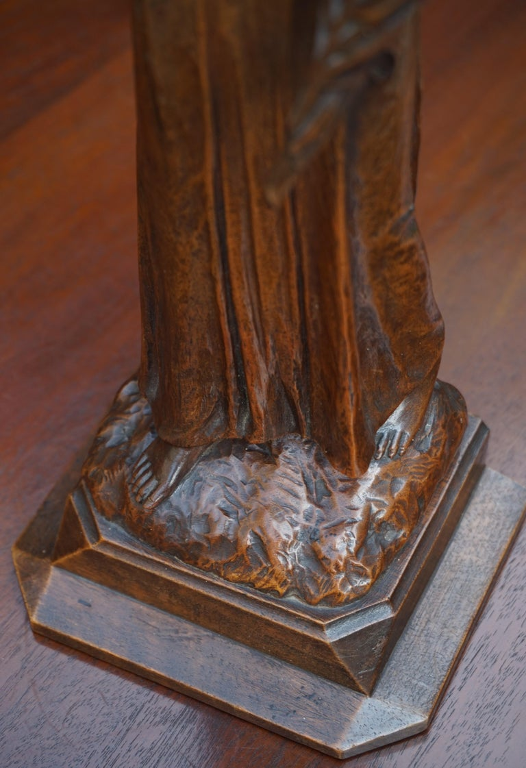 Antique Quality Carved Solid Nutwood Christ with Palm Leaf Sculpture / Statuette For Sale 5