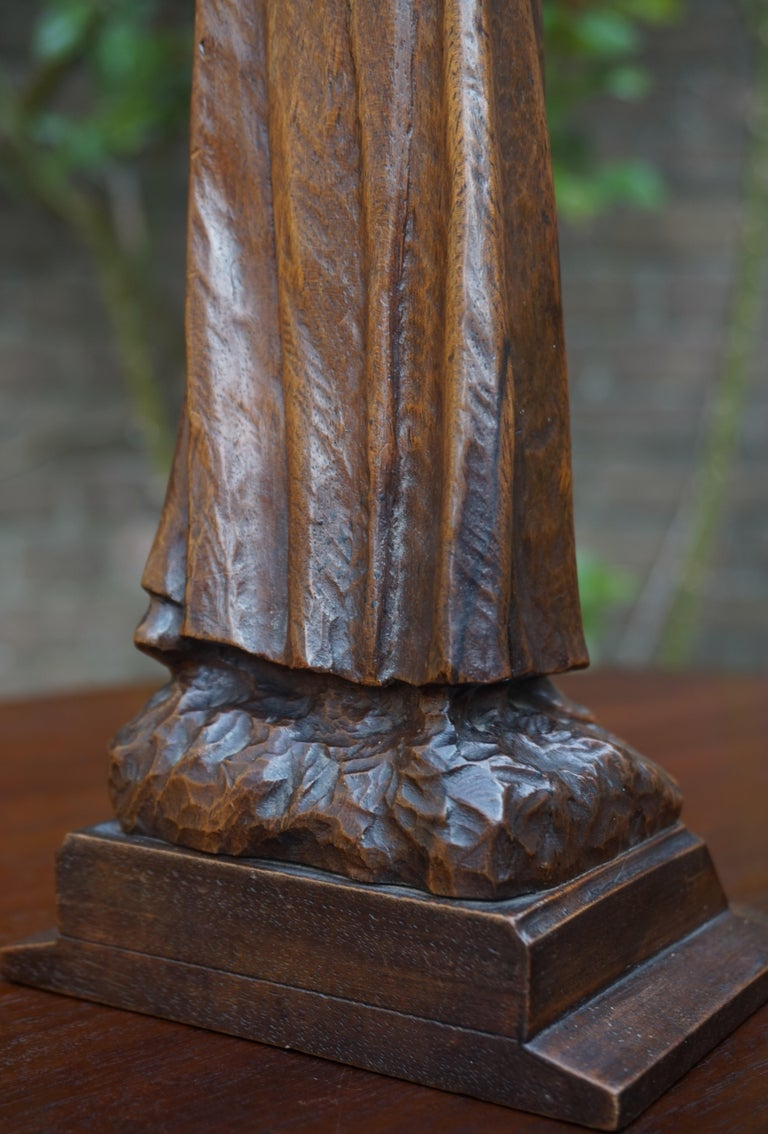 Antique Quality Carved Solid Nutwood Christ with Palm Leaf Sculpture / Statuette For Sale 8