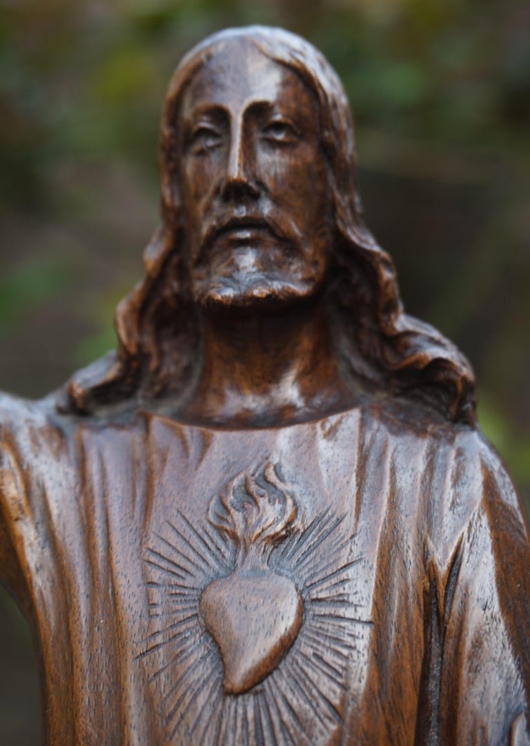 Antique Quality Carved Solid Nutwood Christ with Palm Leaf Sculpture / Statuette For Sale 9