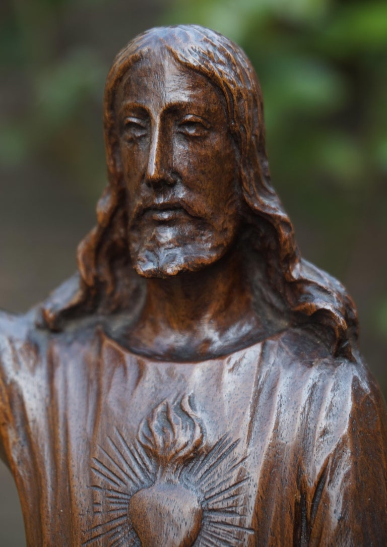 Antique Quality Carved Solid Nutwood Christ with Palm Leaf Sculpture / Statuette For Sale 10