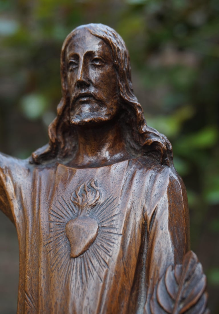 Antique Quality Carved Solid Nutwood Christ with Palm Leaf Sculpture / Statuette For Sale 2