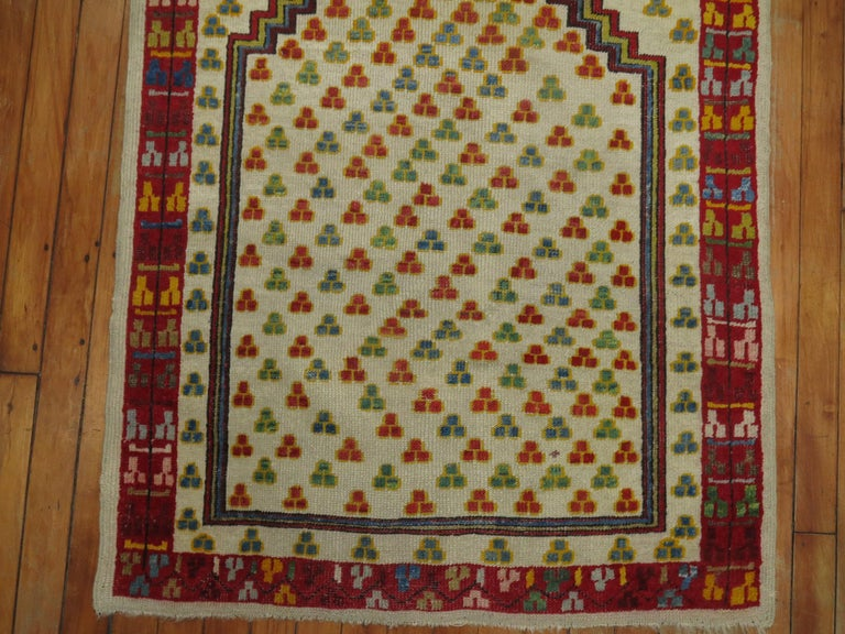 Antique Turkish Ghiordes Prayer Rug In Good Condition For Sale In New York, NY