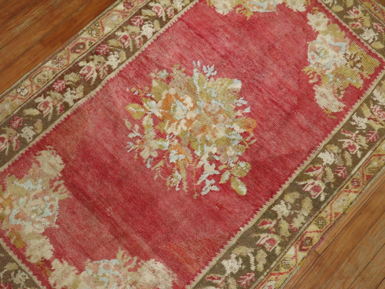 Antique Turkish Ghiordes Rug In Good Condition For Sale In New York, NY