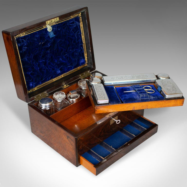 Antique Vanity Box, English, Victorian, Travelling Case, Rosewood, circa 1850 For Sale 4