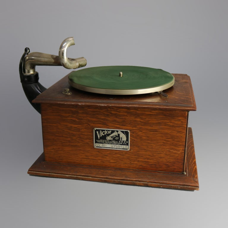 An antique Victor Victrola four phonograph offers quarter sawn oak case with double doors opening to speaker, original labels and plate as photographed, serial number on plate reads