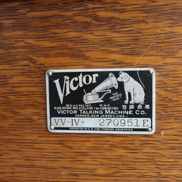 American Antique Victor Victrola IV Oak Phonograph 'Missing Reproducer', Circa 1900 For Sale