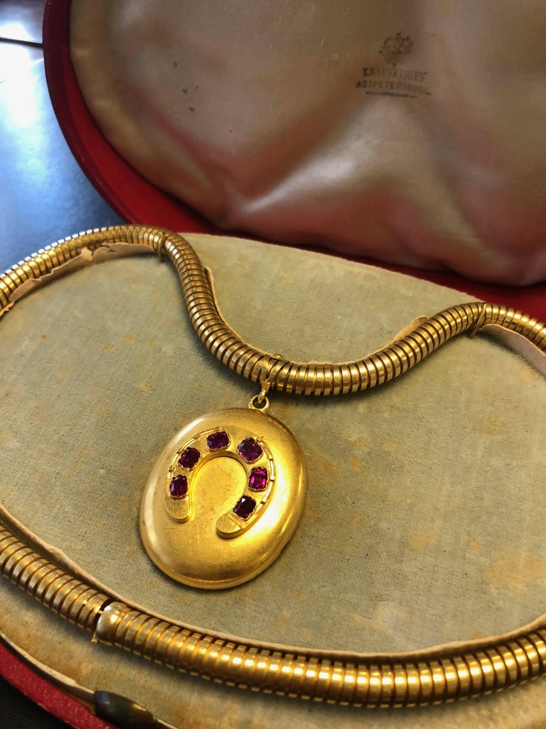 Antique Victorian Russian Ruby Gold Horseshoe Pendant Gaspipe Necklace For Sale 3