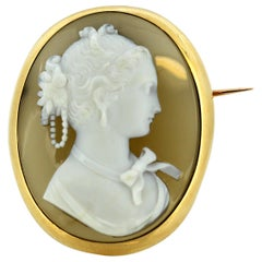 Antique Victorian 15 Karat Gold Brooch with Shell Cameo on Agate, England, 1880s