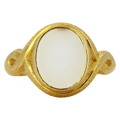 Antique Victorian 15 Karat Gold Unisex Ring with Chalcedony, England, 1880s