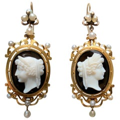 Antique Victorian 18 Carat Gold Oriental Pearls Sardonyx Cameo Dangling Earrings