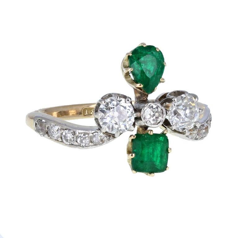 Round Cut Antique Victorian 18 Carat Emerald Diamond Cluster Ring For Sale