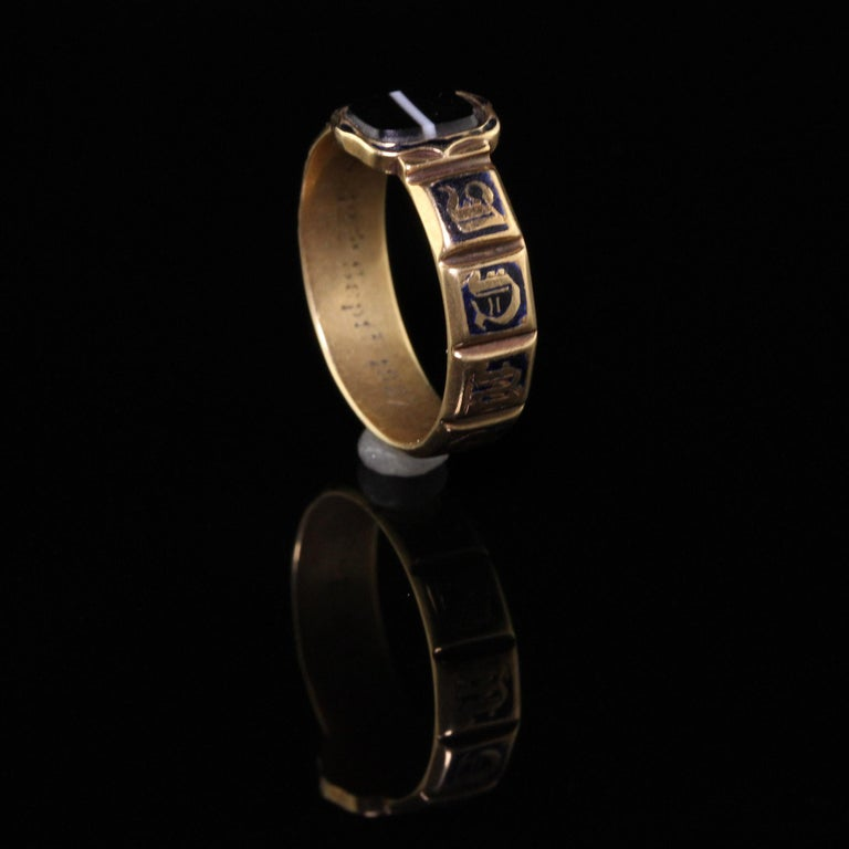 Antique Victorian 18 Karat Yellow Gold Enamel and Onyx Engraved Ring For Sale 1