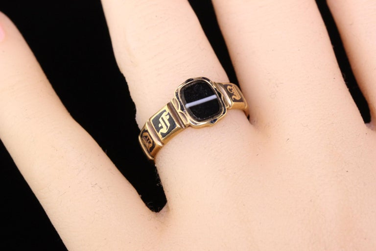 Antique Victorian 18 Karat Yellow Gold Enamel and Onyx Engraved Ring For Sale 2