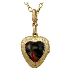 Antique Victorian Agate and Yellow Gold Heart Locket
