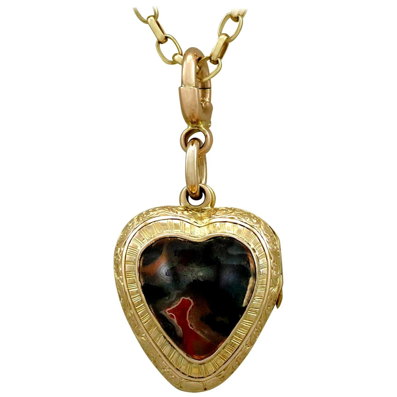Antique Victorian Cabochon Cut Agate and Yellow Gold Heart Locket
