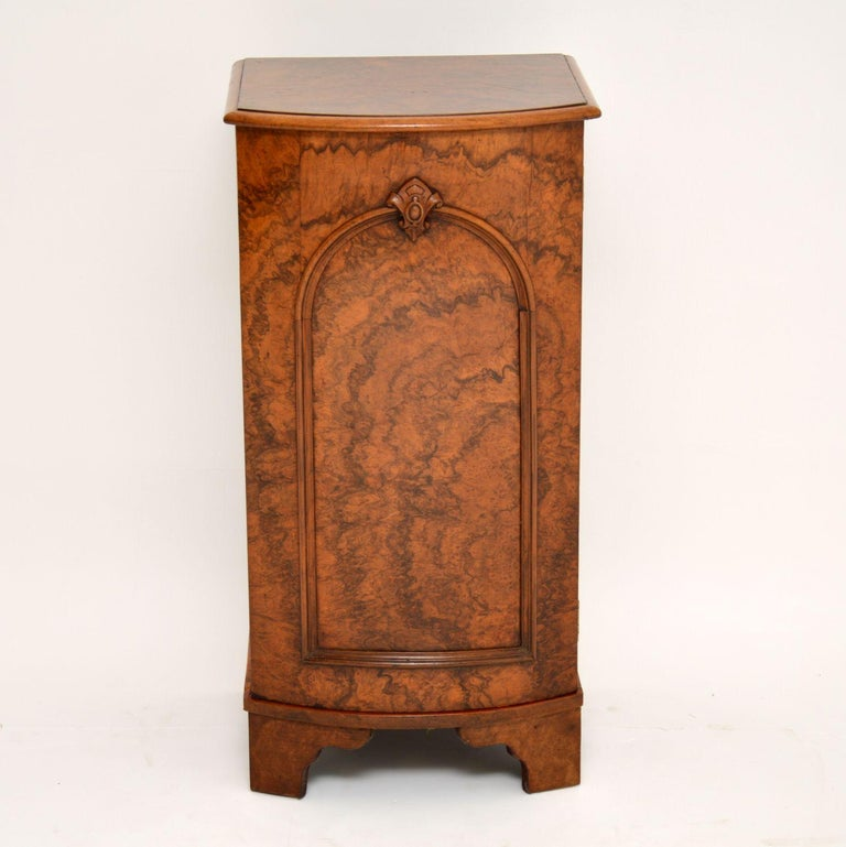 This antique Victorian burr walnut bow fronted cabinet has beautiful figuring throughout & is in excellent condition, dating to around the 1860's period. This is a very useful & compact piece of furniture, which could be used as a bedside cabinet or
