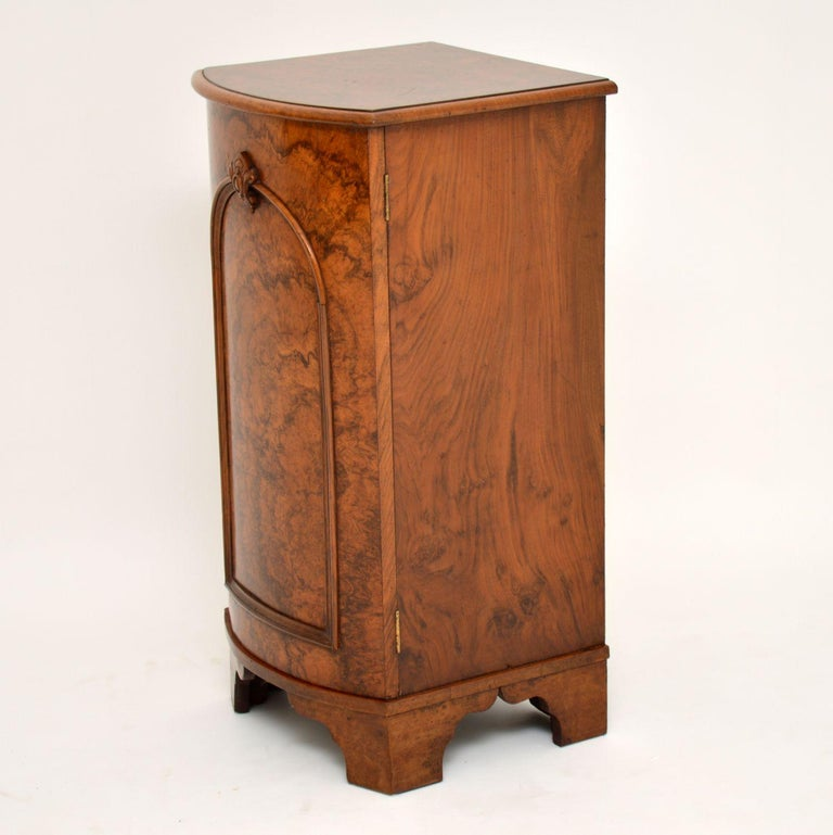 Antique Victorian Burr Walnut Bedside Cabinet In Good Condition In London, GB