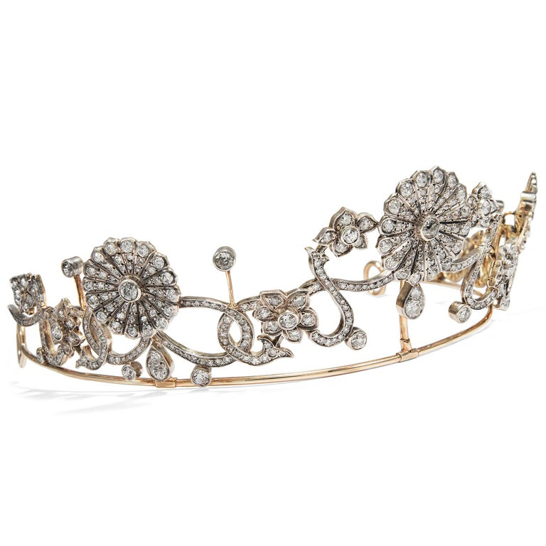 Even in antiquity, young women wore floral wreaths – yet with the advance of Christianity, this 'pagan' custom gradually faded and got lost. It was only after the French Revolution that floral wreaths, especially those worn by brides, became
